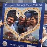 1-Con alcuni giovani volontari all'Expo 2015